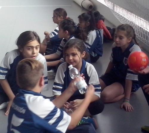 CAM14822 EN EL BANQUILLO-ANIMAMOS Y COMENTAMOS JUGADAS Y HACEMOS AMIGOS